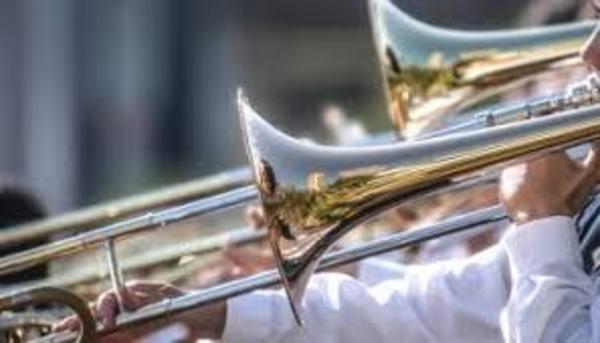吹奏楽、土曜練習5時間も 中高の文化部