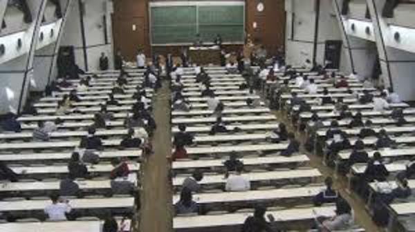 大学入試 国語・数学の記述式延期を発表